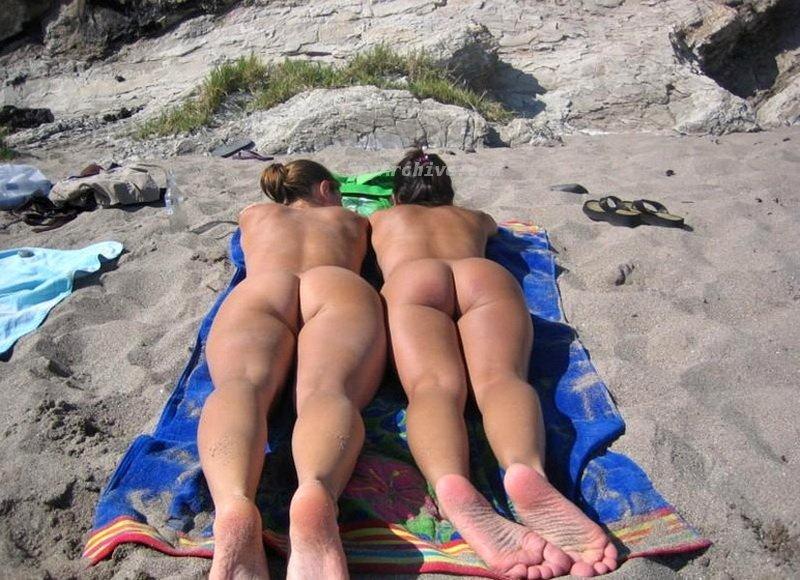 eroticheskie-foto-s-razdevalok-na-plyazhe