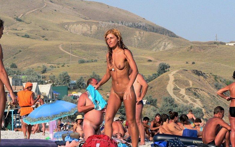 голые на пляже фото смотреть