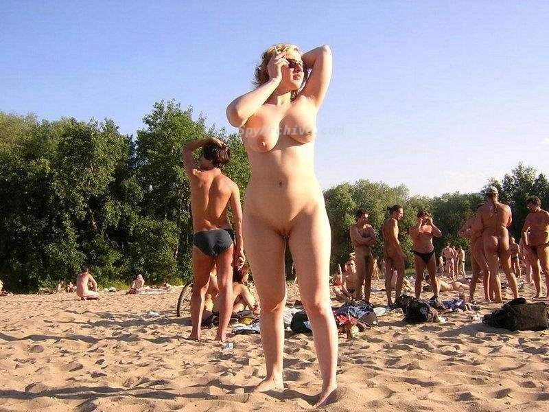 натуристки живут и гуляют голыми по городу фото
